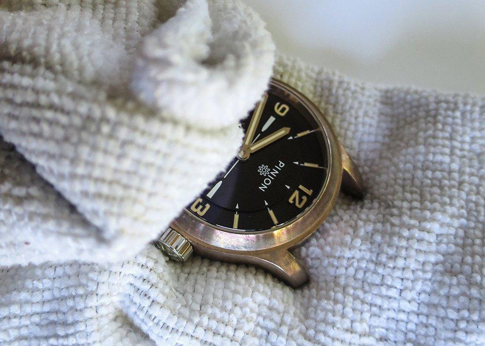 Clean a bronze watch