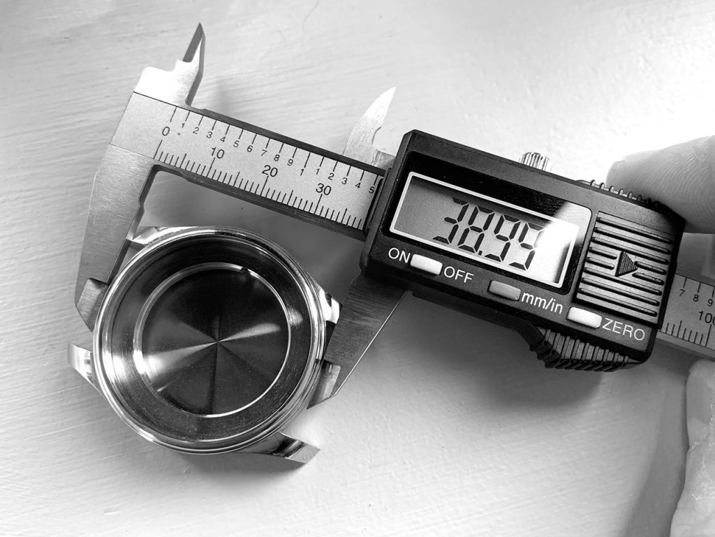 Pinion Atom 39mm watch case prototype
