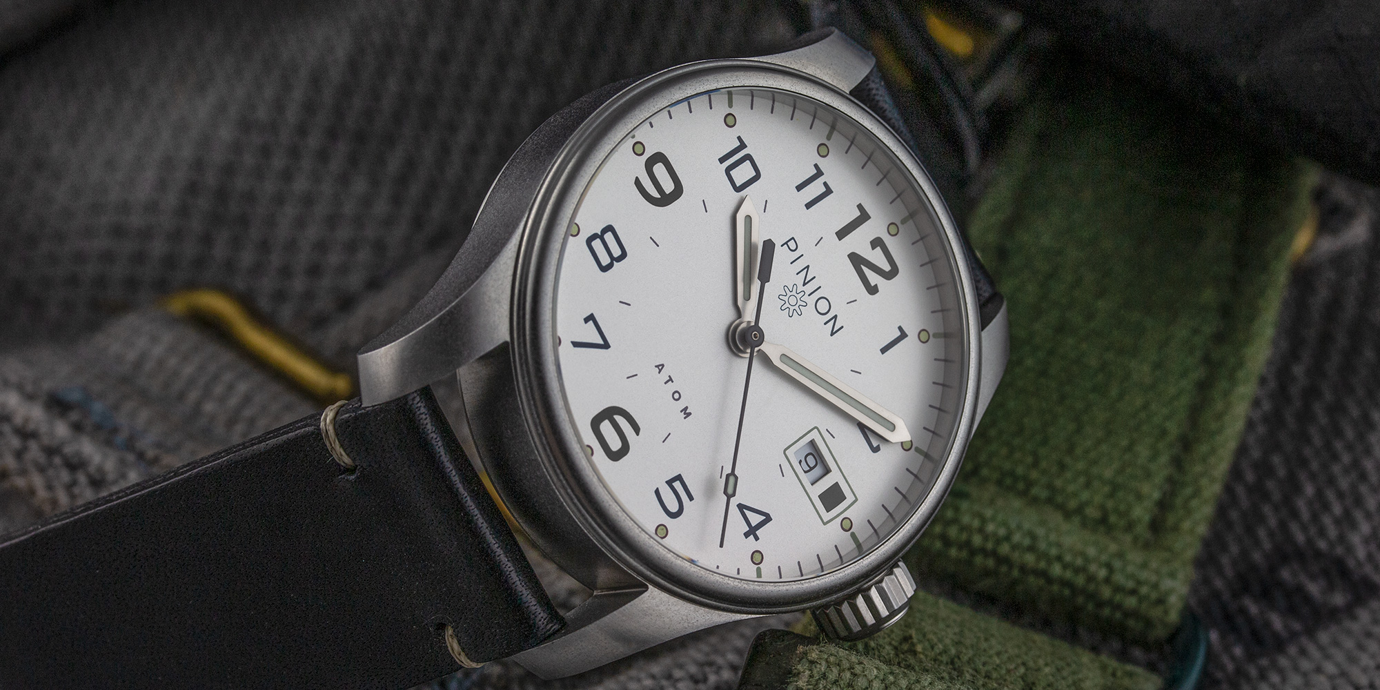 pinion-atom-39mm-white-005
