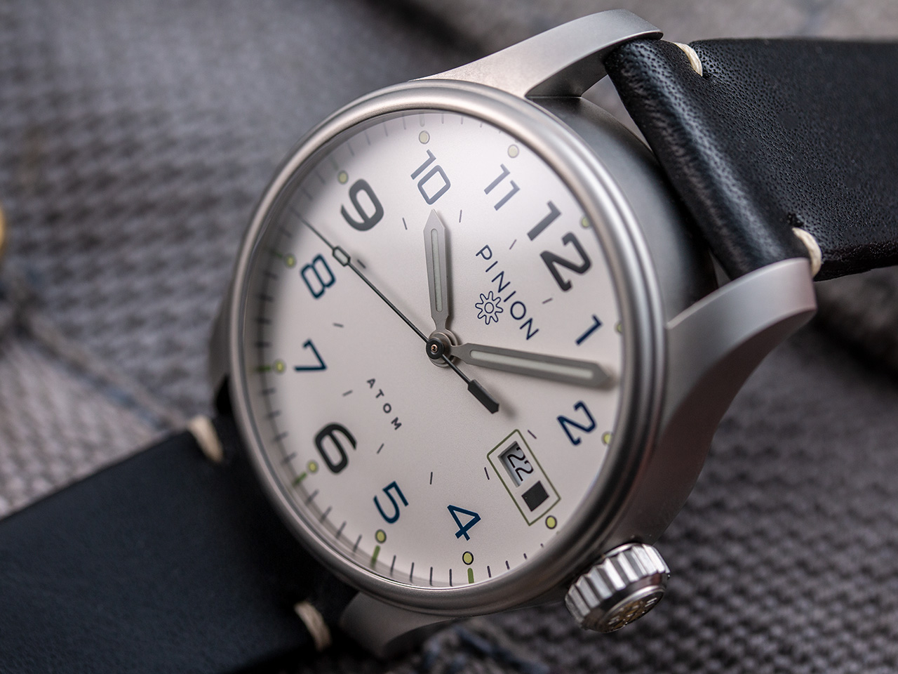 Pinion Atom 39mm White Dial watch