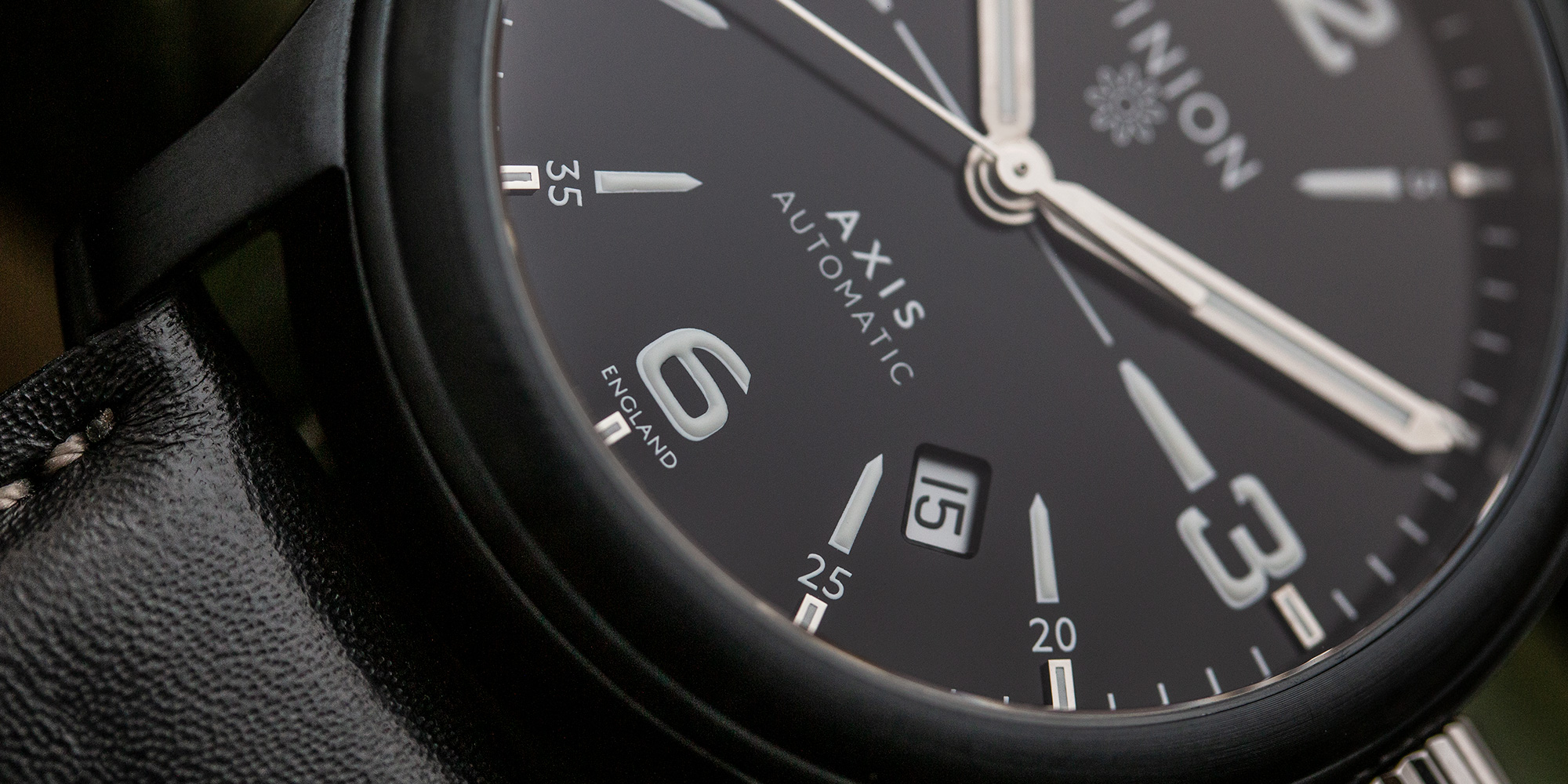 pinion-axis-ii-black-dlc-watch-002