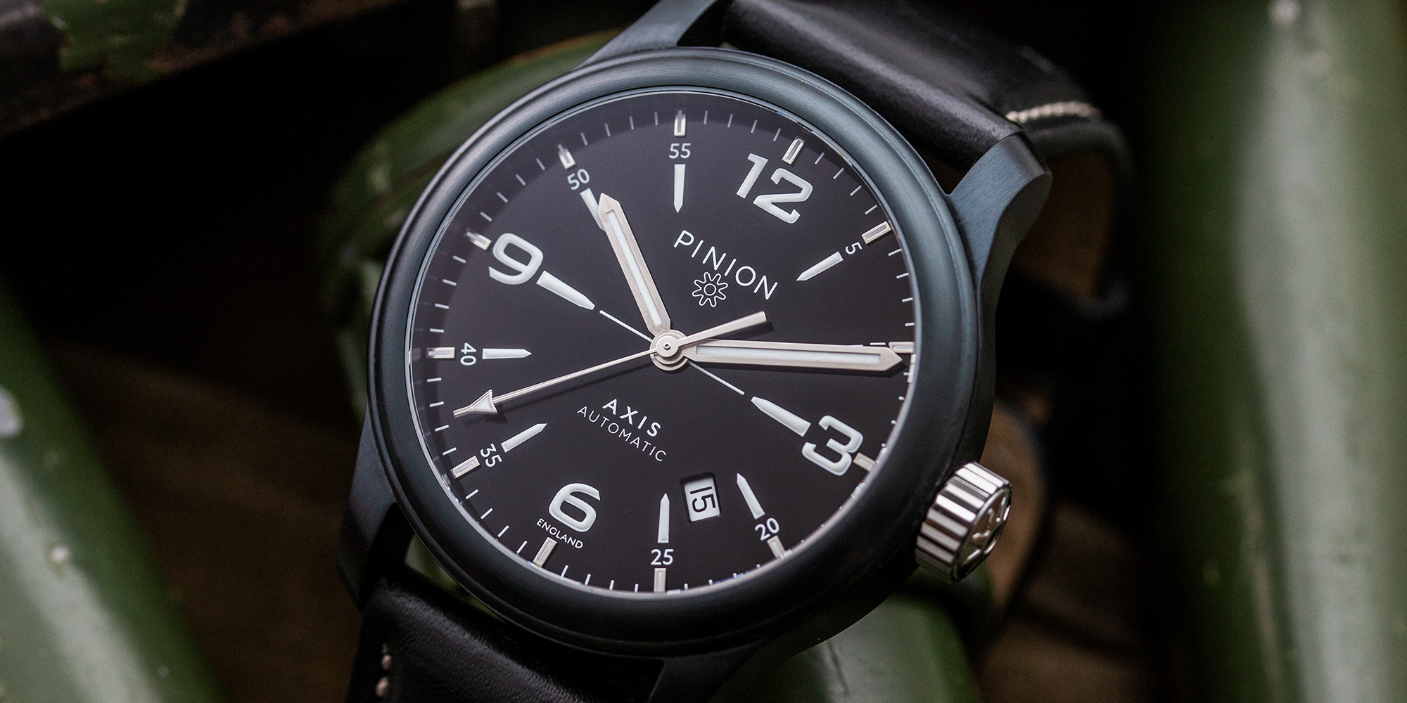 pinion-axis-ii-black-dlc-watch-003