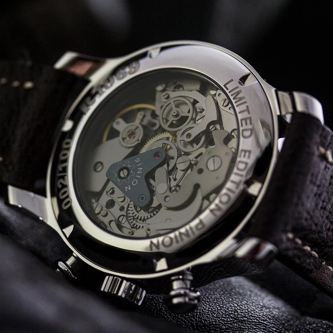 pinion-r1969-chronograph-valjoux-7734-caseback-1-1