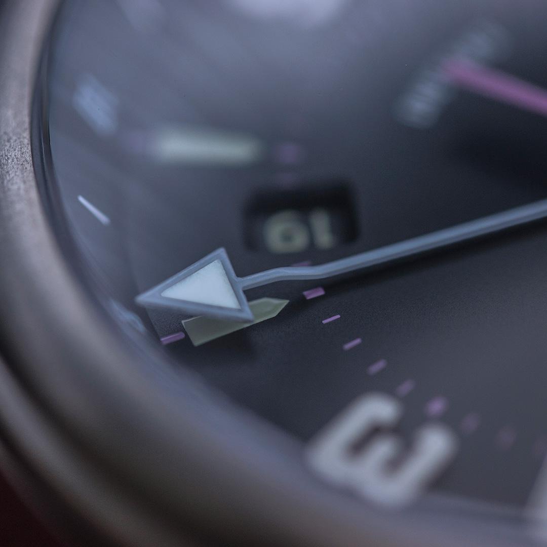 pinion-tt-anthracite-titanium-gmt-watch-detail-1-1