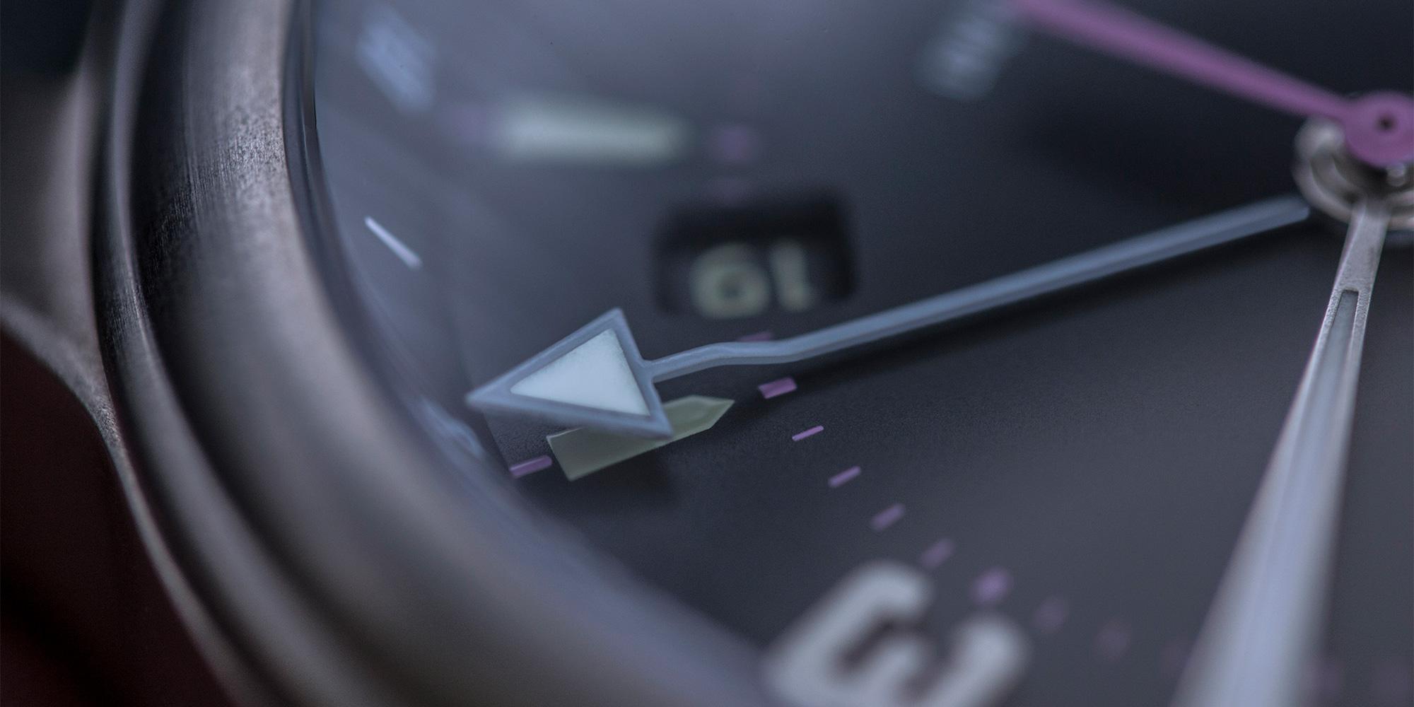 pinion-tt-anthracite-titanium-gmt-watch-detail