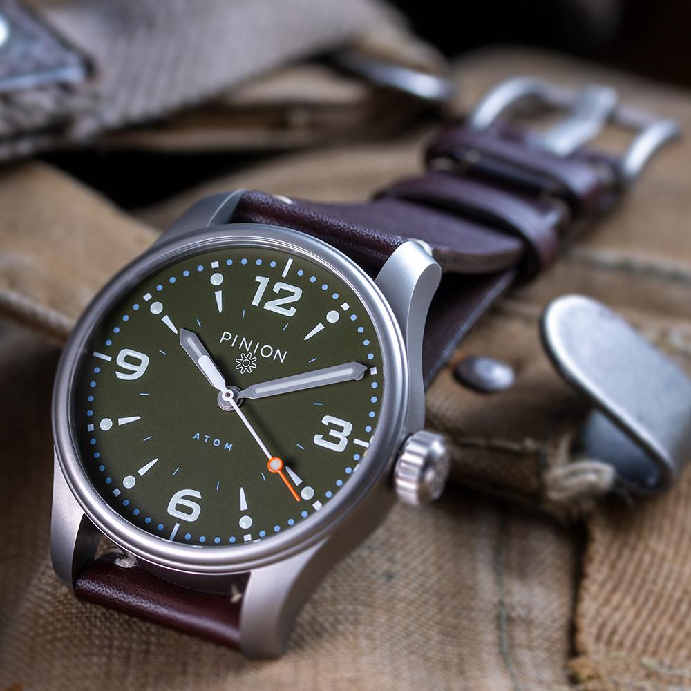 Pinion-Atom-39-no-date-watch-hunter-green-002-a-m