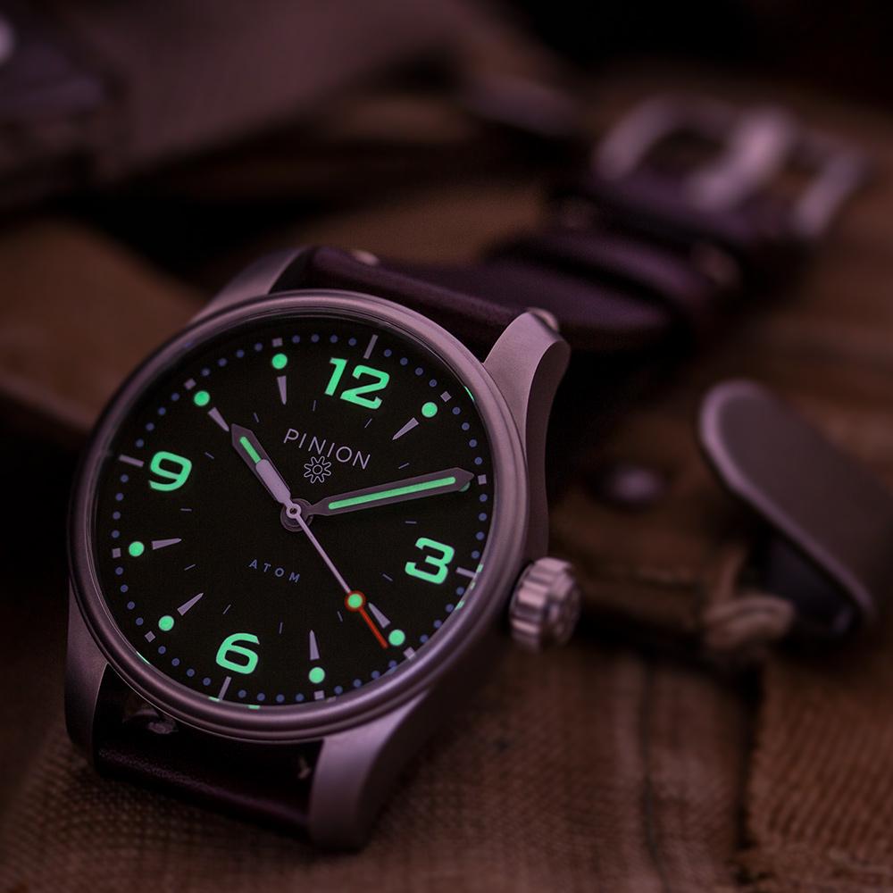 Pinion-Atom-39-no-date-watch-hunter-green-002-b-m