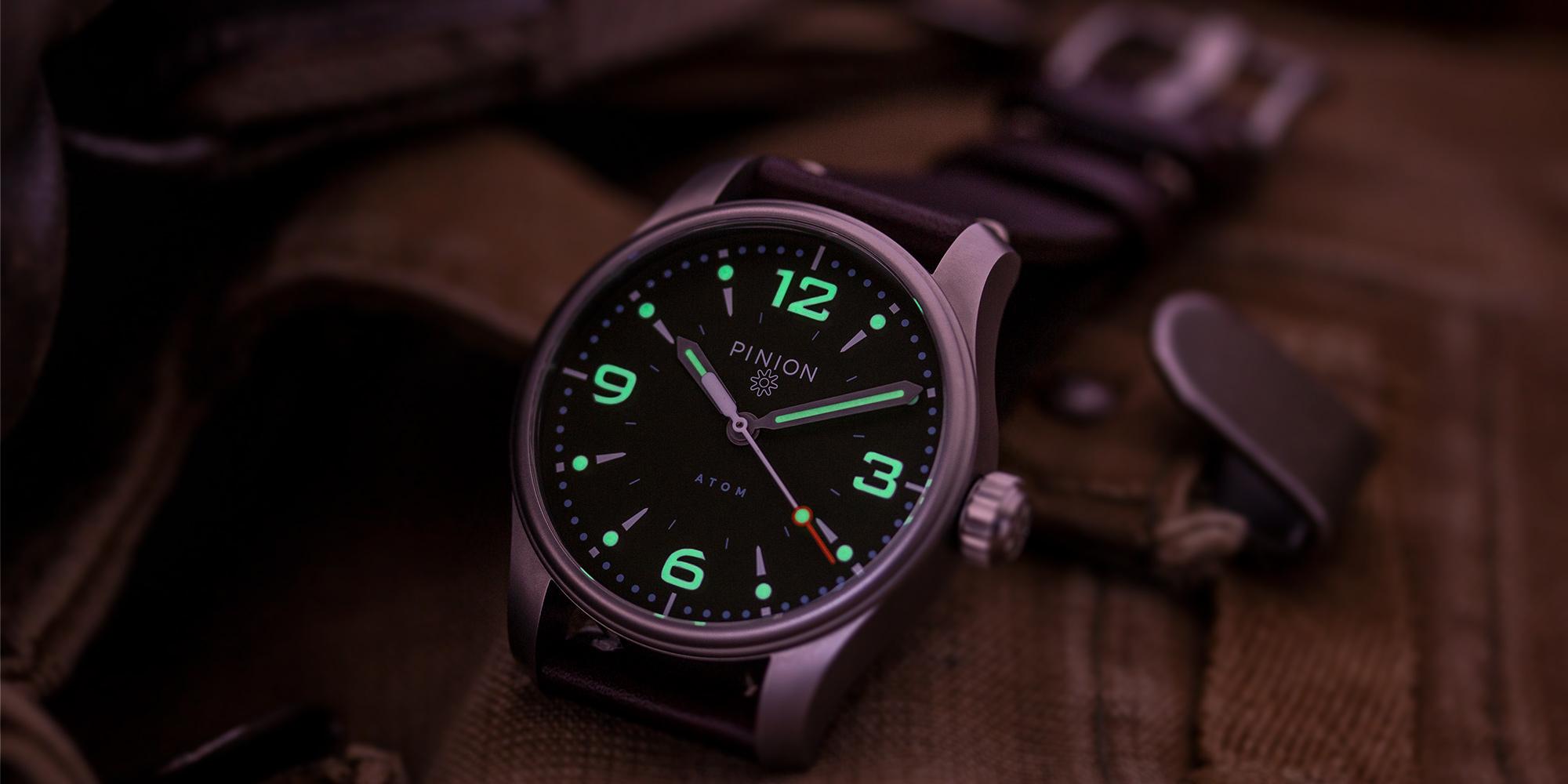 Pinion-Atom-39-no-date-watch-hunter-green-002-b