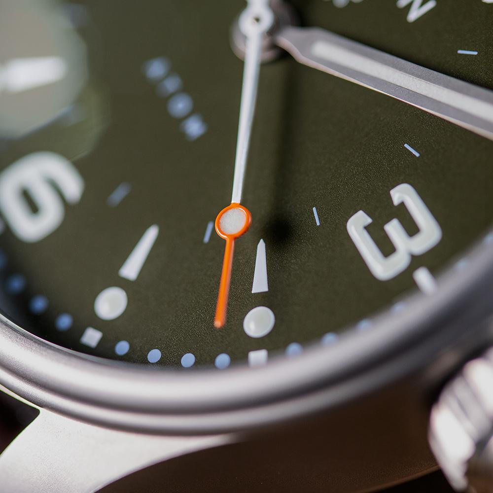 Pinion-Atom-39-no-date-watch-hunter-green-007-m