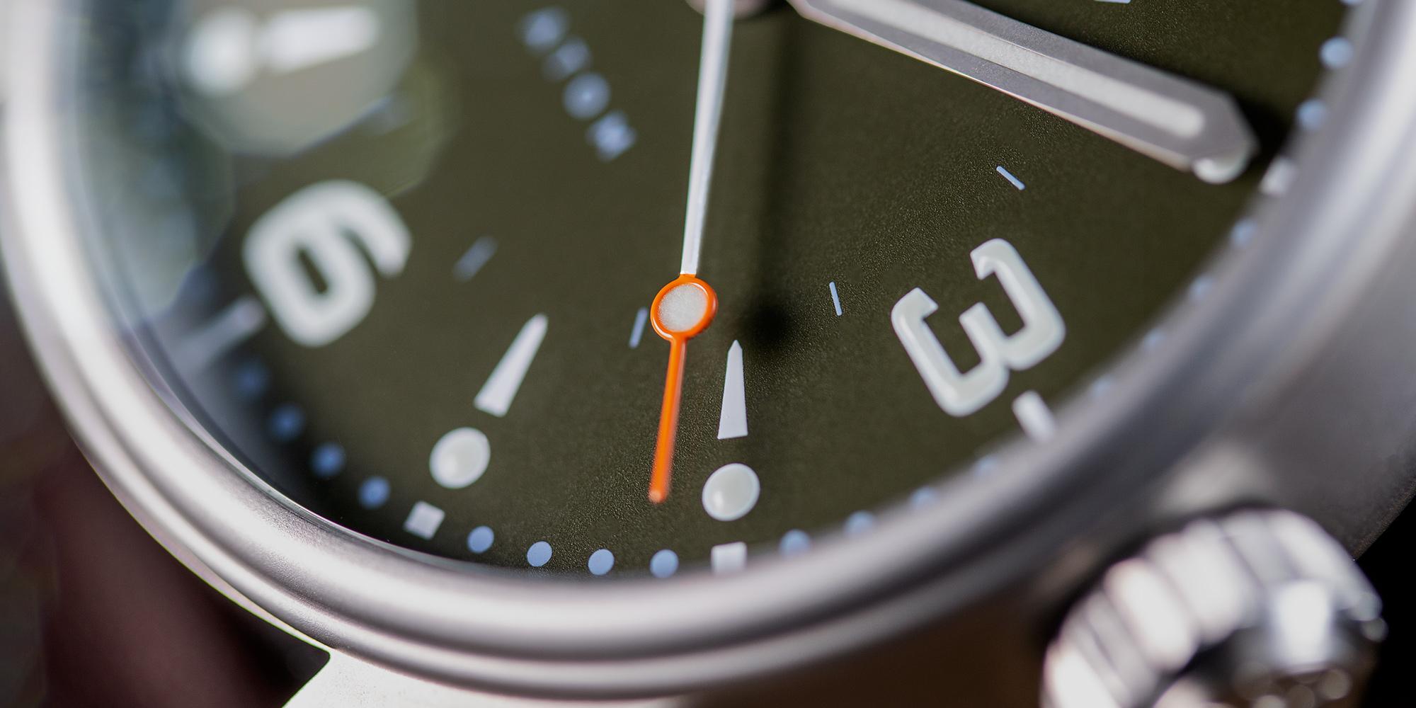 Pinion-Atom-39-no-date-watch-hunter-green-007