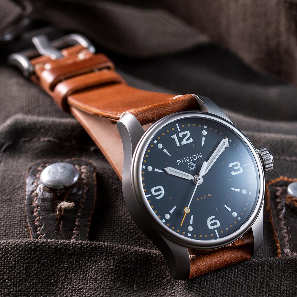 Pinion-Atom-39-no-date-watch-oxford-blue-011-a-m