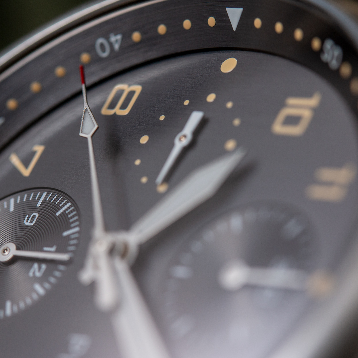 pinion-elapse-chronograph-anthracite-dial-watch-002-m