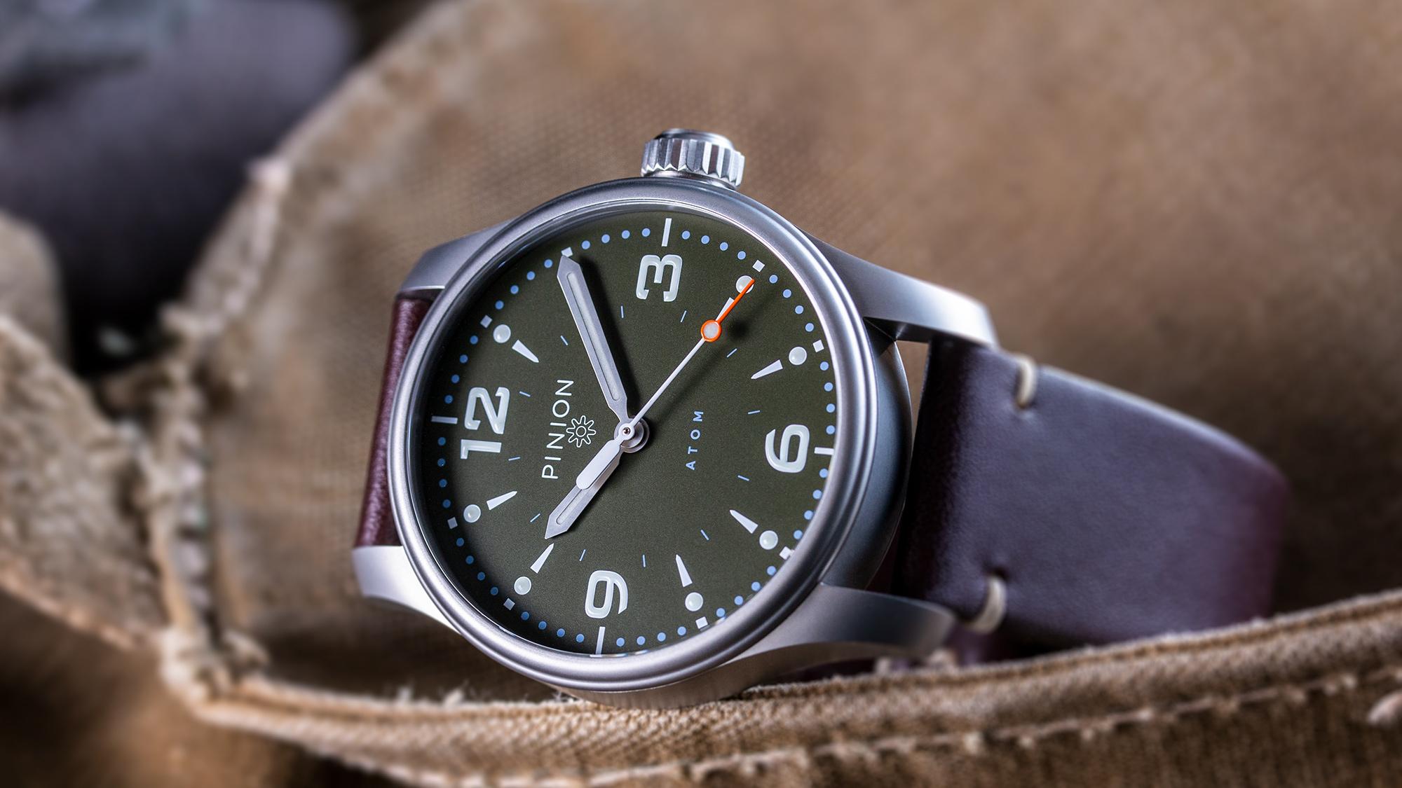british-watches-pinion-atom-39-no-date-green-dialed-watch