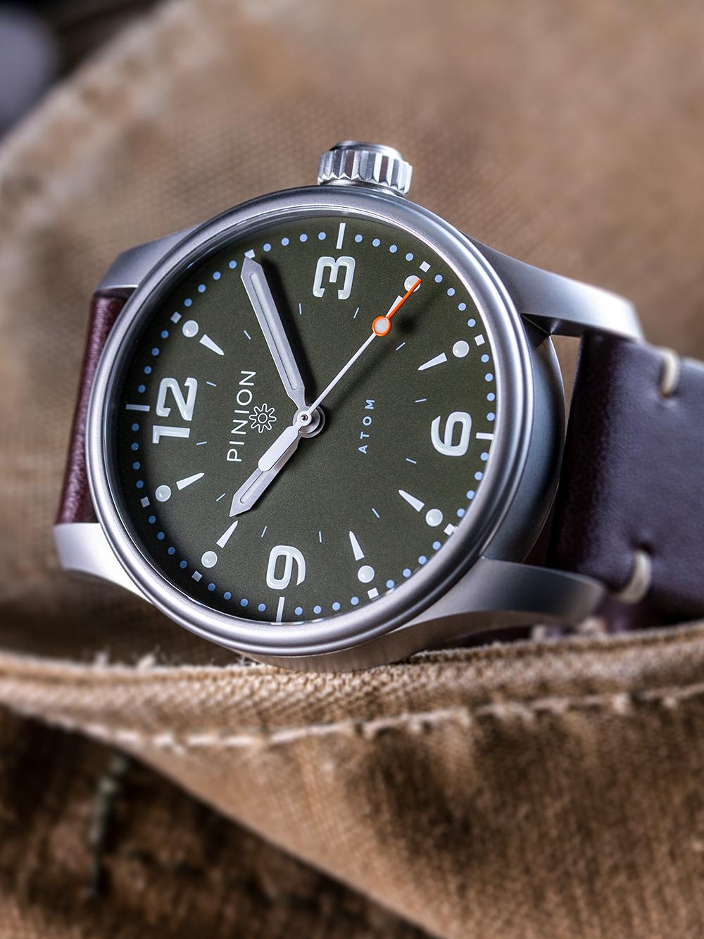 British-Watches-Pinion-Atom-39-no-date-watch-hunter-green-004