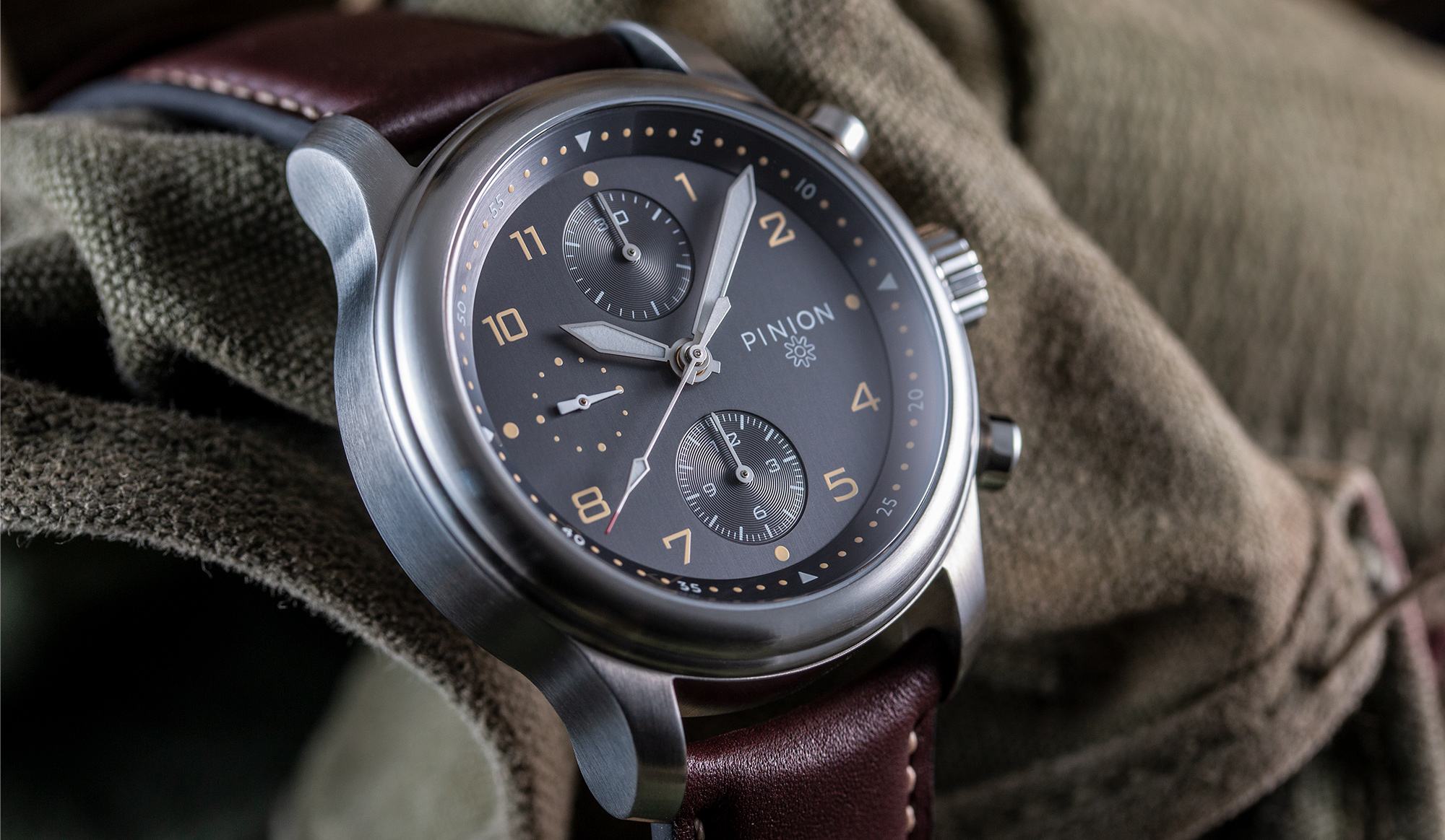 pinion-elapse-chronograph-anthracite-dial-watch-004-home